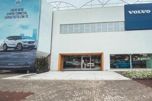Esterno Salone Volvo Legnano